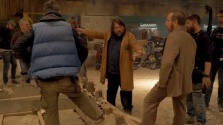 "Ben Wheatley directs the cast of ""Free Fire"" in the making-of featurette."