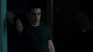...Jerry Dandrige (Colin Farrell), the vampire next door who is looking for an invitation inside here.