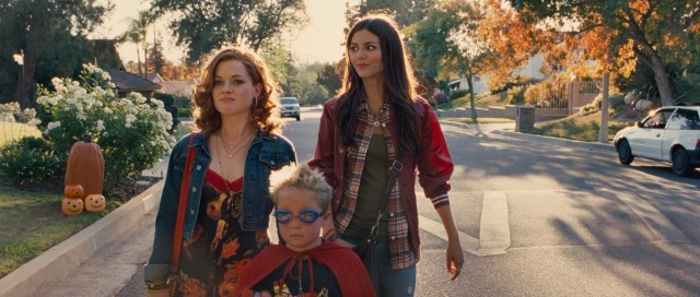 "April (Jane Levy) and Wren (Victoria Justice) excitedly plan a Halloween night not at all like the one they get in ""Fun Size."""