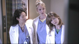 Oh, how cute. Meredith, Izzie and Christina looking at the patient's porn. Naughty, naughty doctors!