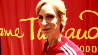 Is that the real Jane Lynch or just Madame Tussauds Hollywood's wax sculpture of her? Take a guess! (It's wax.)