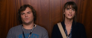 Mailroom clerk Lemuel Gulliver (Jack Black) can't bring himself to ask out travel editor Darcy Silverman (Amanda Peet).