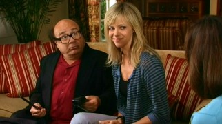 "Let go from Paddy's, Frank (Danny DeVito) and Dee (Kaitlin Olson) try selling knives with shoe-cutting demonstrations in ""The Great Recession."""
