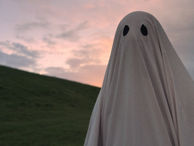 "In ""A Ghost Story"", a man (Casey Affleck) dies and returns as a ghost with a white bedsheet over his head."