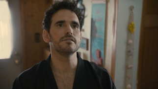 "George ""The Bousche"" (Matt Dillon) claims he is a samurai and a CIA agent, to Imogene's doubts."