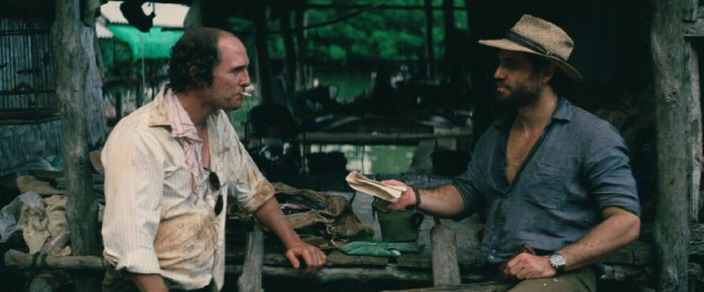 Kenny Wells (Matthew McConaughey) and Michael Acosta (Edgar Ramírez) brave disease and danger to look for gold in the jungles of Indonesia.