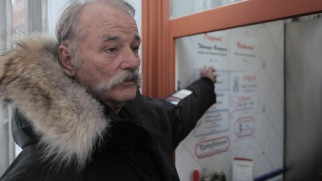 Bill Murray orders spicy bratwurst at a German food stand near the Hotel Börse.
