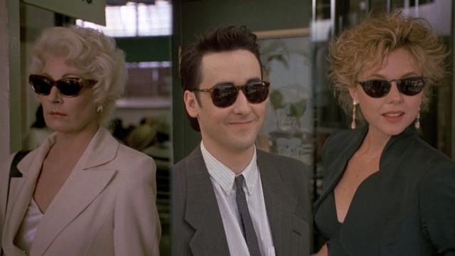 As on the cover and poster art, the opening sequence's split-screen features the three grifters (Anjelica Huston, John Cusack, and Annette Bening) sporting sunglasses and confidence.
