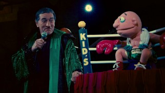Kid (Robert De Niro) has his patience tested by a puppet in this deleted/alternate scene.