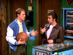"The two leads of ""Happy Days"", Richie (Ron Howard) and the Fonz (Henry Winkler) have a meeting of the minds at a pinball machine."