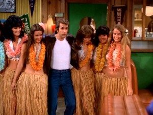 Fonzie walks into Arnold's with half a dozen of the legendary Aloha Pussycats by his side. Aaay!