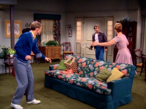 With fly swatters for rackets and their floral couch for a net, the Cunninghams teach Fonzie how to play tennis in a precursor to Wii Sports.