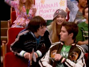 Oliver and Lilly try to keep Miley's ninth-grade date Josh (guest Daniel Samonas) entertained and aloof during a Hannah Montana concert.