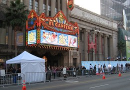 Traffic cones, tents, a photographer-lined red carpet... why it must be an important Hollywood event!