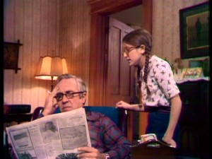 Addie Mills (Lisa Lucas) wants a Christmas tree, but her grumpy father (Jason Robards) would rather sit, scowl, smoke, and read the newspaper.