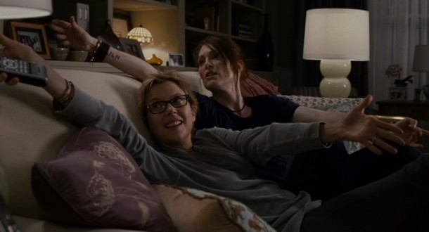 These two moms (Annette Bening and Julianne Moore) both want hugs that their teenaged son Laser isn't willing to give them.
