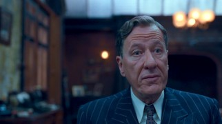 Geoffrey Rush plays eccentric, efficient Australian speech therapist Lionel Logue.