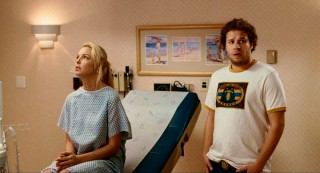 Alison (Katherine Heigl) and Ben (Seth Rogen) have an awkward first gynecologist visit together.
