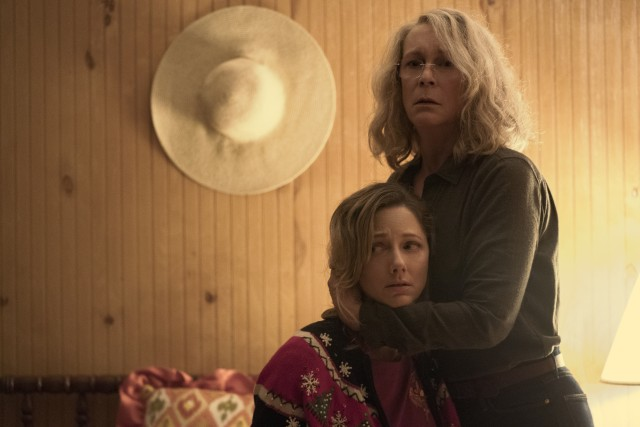 An aging Laurie Strode (Jamie Lee Curtis) looks to protect Karen (Judy Greer), the grown-up daughter she lost custody of decades ago.