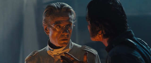 As the building descends into madness, documentarian Richard Wilder (Luke Evans) confronts the penthouse-living architect Anthony Royal (Jeremy Irons).