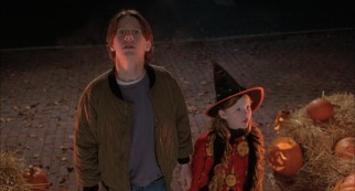 Max (Omri Katz) and Dani Dennison (Thora Birch) are impressed by the festively decorated house where Allison's family is hosting a Halloween party.