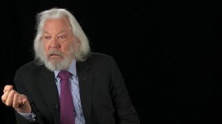 The leonine Donald Sutherland reflects on and reads a rambling letter he wrote to director Gary Ross about President Snow.