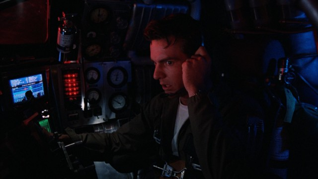 Lt. Tuck Pendleton (Dennis Quaid) mans the controls of the miniaturized craft.