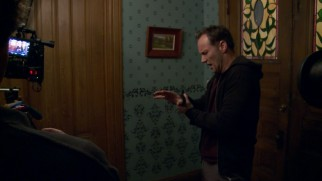 "Cameras capture an aged Patrick Wilson working out his hand pain in ""Peripheral Vision: Behind the Scenes."""