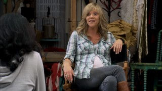 A pregnant Dee (Kaitlin Olson) teaches her high school's drama class for two episodes.