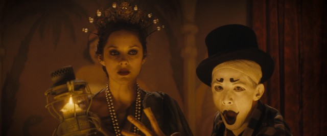 Ewa Cybulska (Marion Cotillard) is dressed like Lady Liberty and flanked by a clown in Bruno's revue.