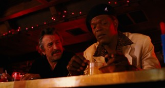 Ex-con Louis Gara (Robert De Niro) questions friend/partner in crime Ordell Robbie (Samuel L. Jackson) at a bar.