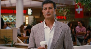 Bail bondsman Max Cherry (Robert Forster) watches the aftermath of a test money transfer at the Del Amo mall.