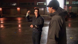 Tom Cruise shows a stunt coordinator the punches he has planned for Jack Reacher's 1-on-5 fight.
