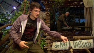 Josh Hutcherson shows us around Alexander's treehouse set in a behind-the-scenes Mysterious Island short.