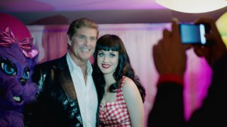 "David Hasselhoff gets his picture taken in between Kitty Purry and Katy Perry in ""Celebrities."""
