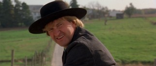 With a little convincing, Amish farmer Ishmael Boorg (Randy Quaid) agrees to try his hand at professional bowling.