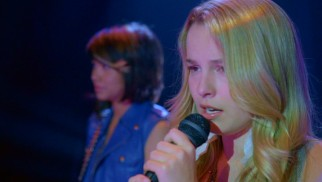 Olivia White (Bridgit Mendler) overcomes her stage fright to be the lead singer of Lemonade Mouth.