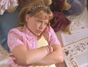 Hilary Duff plays Lizzie McGuire, an ordinary 13-year-old girl.