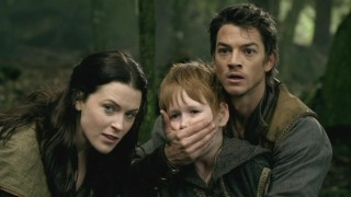 Richard (Craig Horner) interrupts Renn's (Benson Anthony) screaming match when D'Harans are spotted nearby.