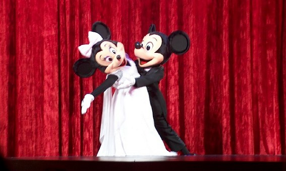 With Valentine's Day just around the corner, Minnie and Mickey entertain the crowd with a little ballroom dancing.