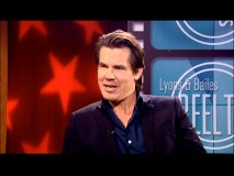 Against a patriotic-looking background, Josh Brolin talks to WNBC's Jeffrey Lyons. At last, we get a Goonies story!