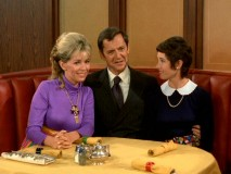 Felix tries to show Oscar how comfortable he is having his ex-wife Gloria (Janis Hansen) and current girlfriend Miriam (Elinor Donahue) together in the same room with him.