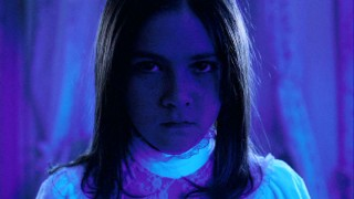 Black light causes Esther (Isabelle Fuhrman) to look evil and her black neck ribbon fluorescent blue.