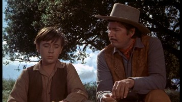 Travis has a brief heart-to-heart with his old man (Fess Parker).