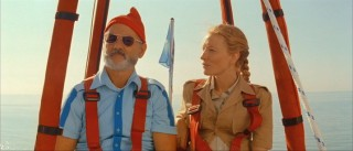 Jane (Cate Blanchett) interviews Steve in his hot air balloon.