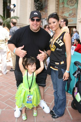 Comedian Kevin James, wife Steffiana de la Cruz, and their daughter Sienna-Marie stop for a family picture outside the Avalon Theatre.