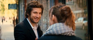 Stalkerish but charming French writer Alex (Guillaume Canet) catches up with Jo according to plan.