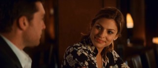 Designer Laura (Eva Mendes) tempts Michael at the bar.