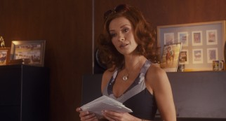 Catherine Zeta-Jones is Tulip, Dink's self-pampered, threatened jinx of a wife.
