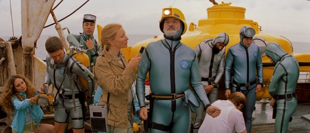 British reporter Jane Winslett-Richardson (Cate Blanchett) is onboard to write a magazine cover story on Zissou and his crew.